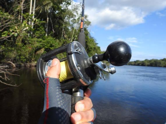 vara de pesca para viagem com pacotes de pesca