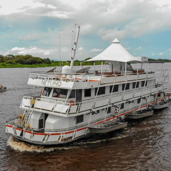barco hotel para pescaria no pantanal
