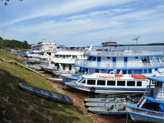 barcos de pesca na Amazônia