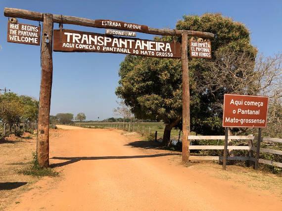 estrada transpantaneira caminho para pescaria no pantanal