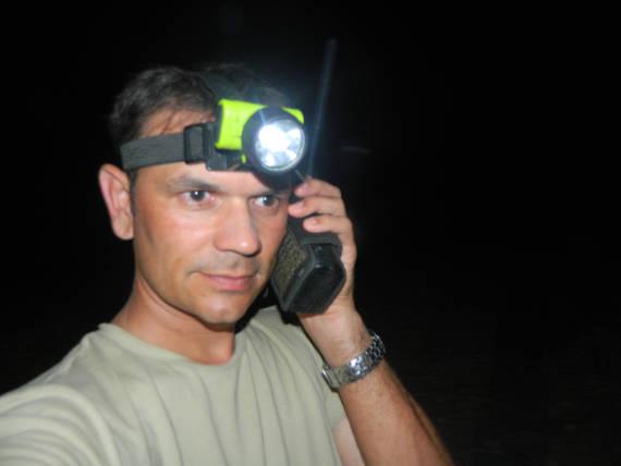 comunicação por telefone satelital na viagem com pacotes de pesca